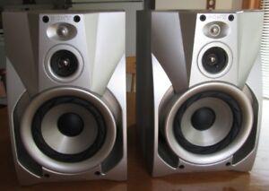 2 Sony Bookshelf Speakers 3 Way 6 Ohms 130 Watts