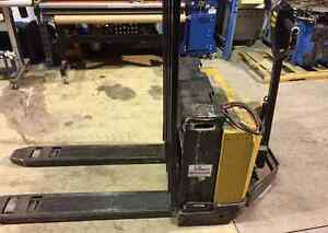 2002 Yale 12v Electric Palet Lift West Island Greater Montréal image 1