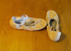 Ballet Shoes – Bloch – size 2 ½ B (big girls) – $15