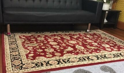 Near new high quality Persian style rug RRP-$350