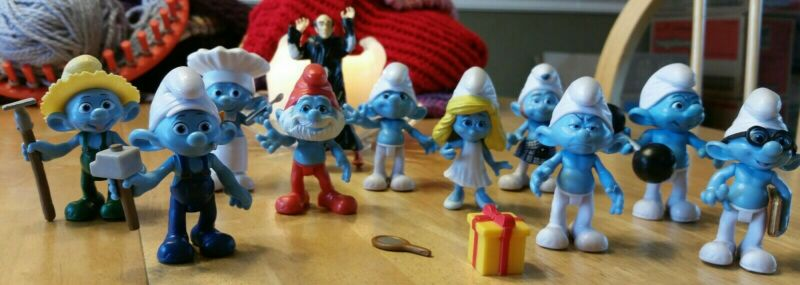 Lot of 11 Peyo Smurfs Toys, Used