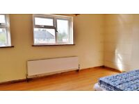 Cowley, Furnished double room available 18/8 to single/ couple prof./ mature student - BMW/ Brookes