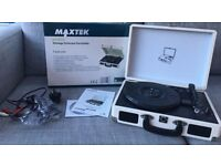 Maxtek Record Player - Case with built in speakers