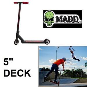 """NEW MADD GEAR KICK EXTREME SCOOTER BLACK RED - ALUMINUM 5"""" DECK - SCOOTERS SKATEPARK STUNT SCOOTERS EXERCISE ACTION"""