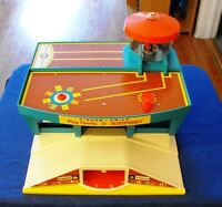 VINTAGE FISHER-PRICE AIRPORT PLAY SET (Circa 1972)