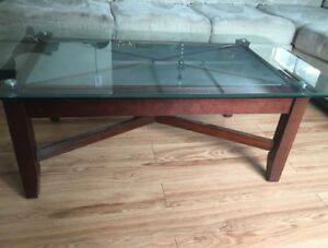 Beautiful solid wood coffee table set