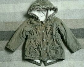 ***Girls padded winter coat with fur lining age 4-5