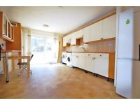 LARGE 4 BED HOUSE, OPEN PLAN KITCHEN, BIG GARDEN! VERY CHEAP IN DALSTON! VIEW NOW