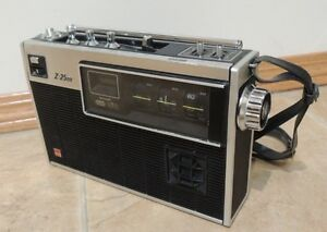 Very Rare 1972 Sharp Z-2500 AM=FM-SW Portable Radio