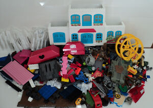 MEGA BLOKS/OVER 900 PIECES/SAME SIZE/COMPATIBLE WITH LEGO BLOCKS Cornwall Ontario image 3