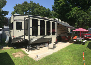 5th wheel trailer in like new condition
