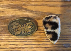 Lot of 2 Vintage Brooches.