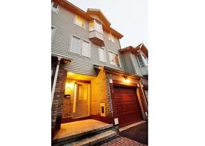Townhouse Close to General Hospital For Rent