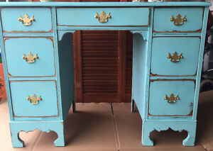 Super cute small desk/vanity London Ontario image 2