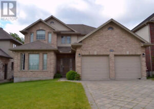 4+1 Gorgeous Family House Behind RONA!!!