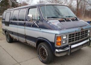 Recherche Dodge Ram Van B250 pour les pièces des années 80
