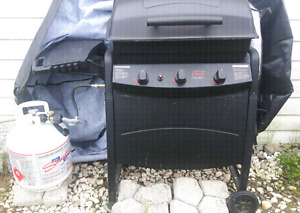 3 yr old bbq forsale. Comes with new propane tank