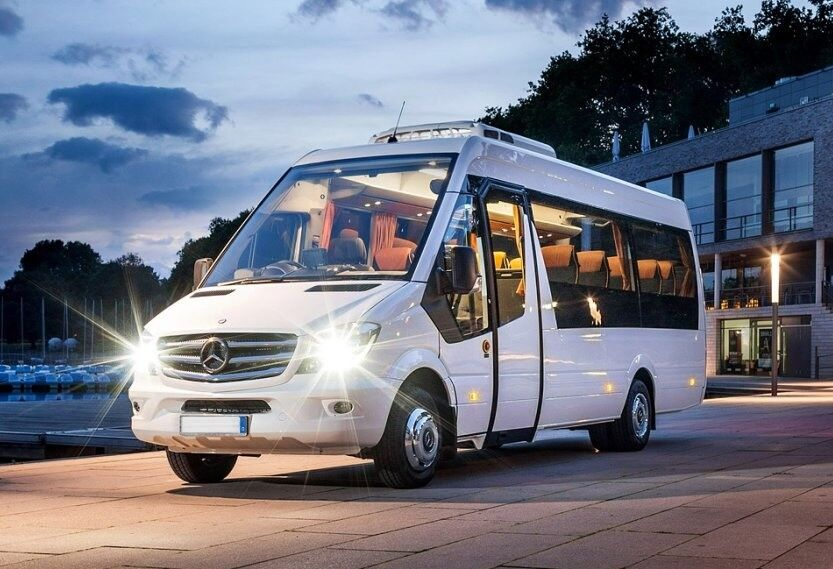 7662343a678c32 Minibus   Coach Hire with driver