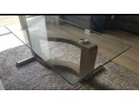 Stunning large glass coffee table. Brand new condition.