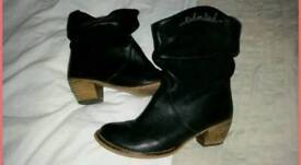 Red or dead boots size 5