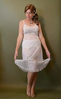 RARE VINTAGE SIMON FRANKLIN FULL SLIP/PETTICOAT with GODETS and EMBROIDERY 36