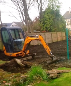 Mini Digger hire £80+£40 fuel & delivery+£100 for driver £220 day rate
