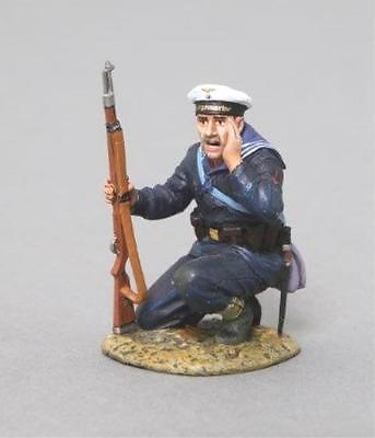 THOMAS GUNN WW2 GERMANS KM004A KRIEGSMARINE SAILOR KNEELING SHOUTING MIB