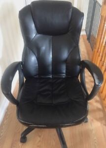 **DAMAGD BLACK LEATHER OFFICE CHAIR FOR SALE**