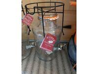 8 litre brand new Kilner drinks dispenser