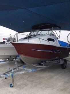 Aquamaster 5m Half Cabin
