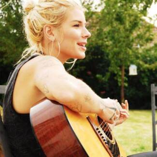 Experienced female guitar teacher in Cottelsoe Cottesloe Cottesloe Area Preview