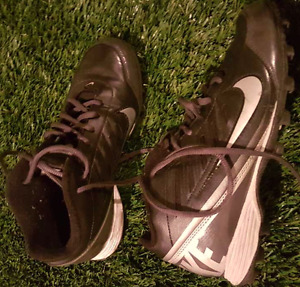 Nike Football cleats size grandeur  5Y