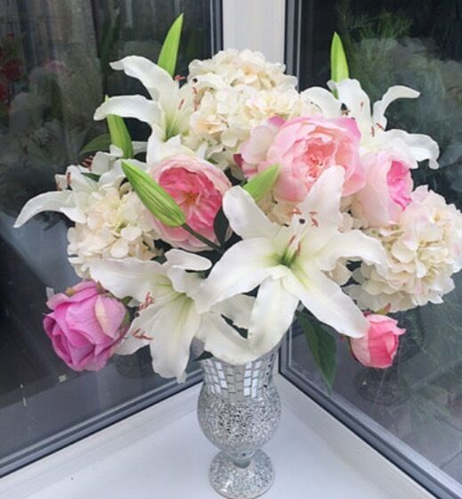 Shabby chic Flower Arrangement in a Roman Mirrored Vase 80cmin Liverpool, MerseysideGumtree - Large headed Lillies Large Luxurious Hydrangers Large headed Penonies Luxury Roses Set in a stunning Mirrored Roman Vase 40cm Free Delivery Merseyside Areas, thanks