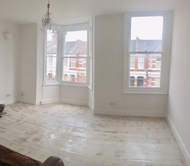 3 bedroom house in Bracewell Road, White City, W10