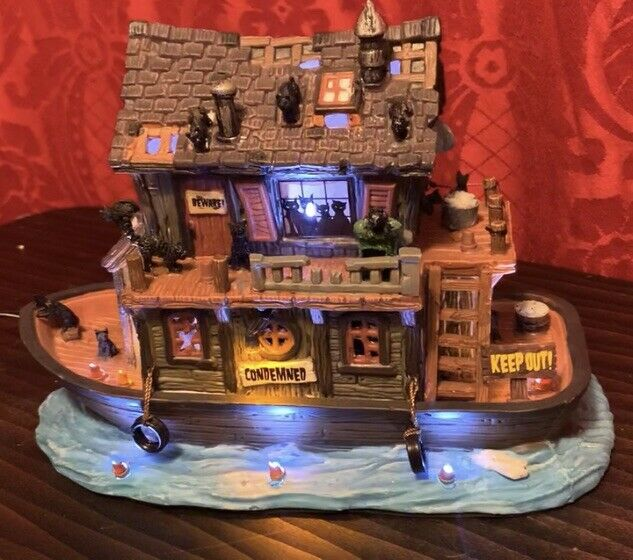 Rare 2014 SPOOKY TOWN Halloween Village HAUNTED HOUSEBOAT Lights Sound LEMAX