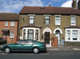 4 Bedroom House in Barking - Barking station
