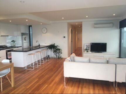 1 bed 1 bath available in stunning Port Melbourne apartment