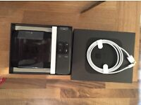 Apple tv 4th Gen with remote / charger