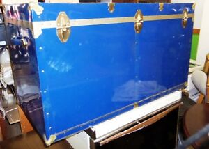 BIG BLUE CHEST WITH METAL FASTENING