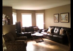 SOUTH WINDSOR - 4 BED, 2 BATH, RENOVATED THROUGHOUT! Windsor Region Ontario image 3