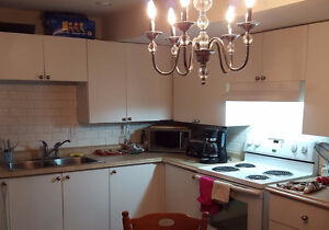 Very private 1 bedroom apartment in Newmarket
