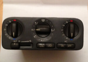 Volvo Climate Control Unit for S 70, V 70, 1999-2000, used.