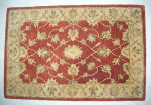 "24"" x 36"" bordered INDO persian style area rug, 100% wool"