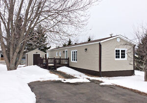 An incredibly maintained mini home sitting on its OWN LAND!