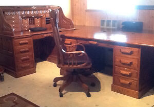 SOLID OAK OFFICE FURNITURE only 2 pieces left
