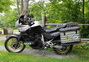 Honda Transalp XL600V. Moto culte qui peut tout faire tres comfy