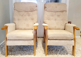 DELIVERY INCLUDED VGC wooden frame supportive armchair