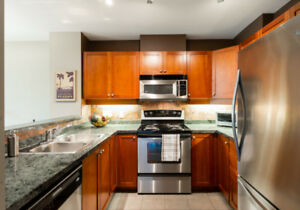 *OPEN HOUSE: Aug 19 2-4* Amazing 2 BR/2 BTH Condo w/Living Area!