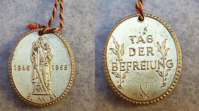 DDR Meissen Porzellan Medaille Anhänger Tag der Befreiung 8. Mai 1955