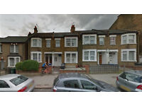Lovely Studio flat on first floor available in Hendon. Housing Benefit and DSS accepted.